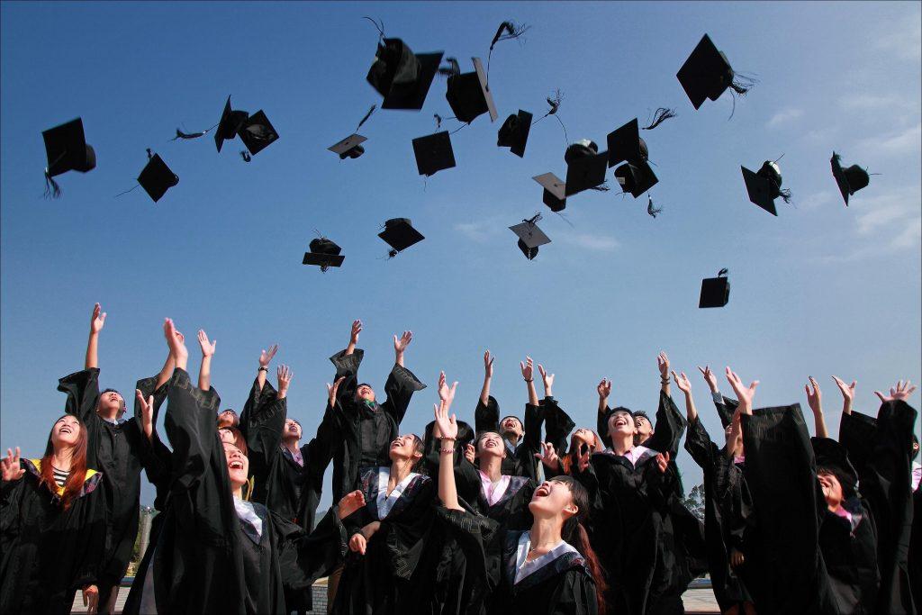 perbedaan pendidikan sarjana dan diploma