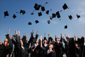 Read more about the article Perbedaan Pendidikan Sarjana dan Diploma, Wajib Tahu!